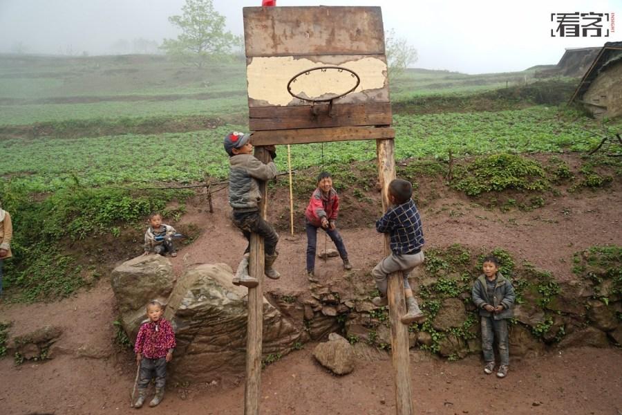 《看客》第513期:大凉山的孩子 - 人在上海    - 中国新闻画报