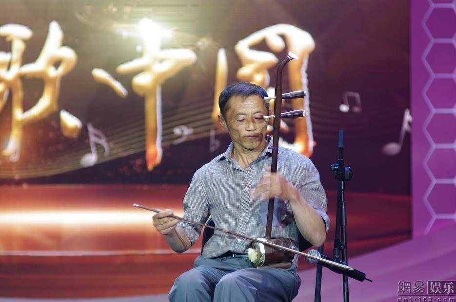 北京 徐子崴/子崴爸爸二胡独奏《赛马》。