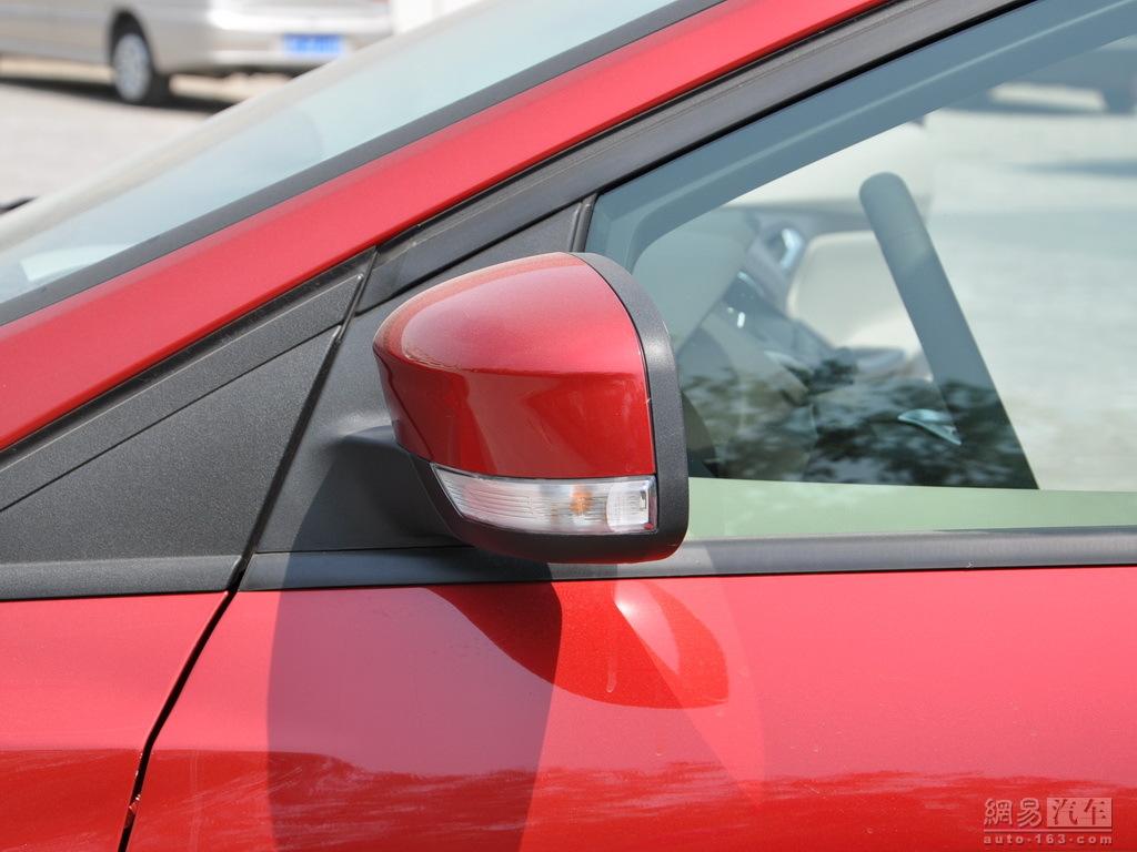 新福克斯三厢优惠1.3万 现车销售 高清图片