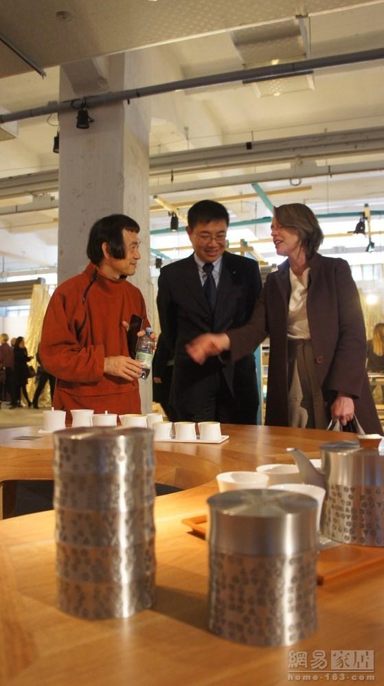 策展人朱小杰,北京国际设计周筹备办副主任孙群、荷兰使馆文化专员