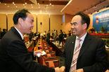 昆明市常务副市长李文荣与亚太总裁协会全球执行主席郑雄伟亲切交流